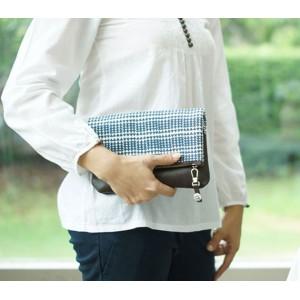 กระเป๋าคลัทช์ทำจากผ้าพิมพ์ลายผสมหนัง